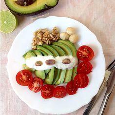 My Casual Brunch: Entrada de abacate, queijo quark, tomate e frutos ...