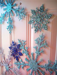 Front Door Winter Sparkle http://thecraftinme.blogspot.com/2011/11/front-door-winter-sparkle.html