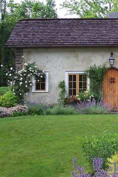 cottage homes for sale French Cottage Garden, Weekend House, She Sheds, Cottage Homes, Beautiful Buildings, Dream Garden, Countryside, Pergola, Exterior
