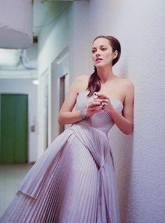 Marion cotillard proves nudity oscar gold