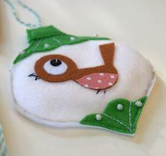 Cute handmade robin bauble felt xmas decoration