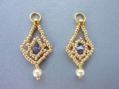 DIY Jewelry: FREE beading pattern for diamond shaped earrings made from 11/0 seed beads and 4mm crystals or pearls.