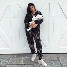 Is Kylie Jenner & Travis Scott Engaged? Kylie Jenner Fotos, Trajes Kylie Jenner, Looks Kylie Jenner, Estilo Kylie Jenner, Kylie Jenner Outfits, Kardashian Jenner, Kourtney Kardashian, Kendall Jenner, Kardashian Fashion