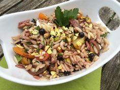 Orzosalat mit schwarzen Johannisbeeren und Pistazien Orzo Salat, Risotto, Grains, Pasta, Ethnic Recipes, Food, Pistachios, Noodle Salads, Fast Recipes