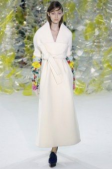 Catwalk photos and all the looks from Delpozo Autumn/Winter Ready-To-Wear New York Fashion Week Fashion Week, New York Fashion, Fashion Show, Fashion Design, Fashion Trends, City Fashion, Couture Fashion, Runway Fashion, Belle Silhouette