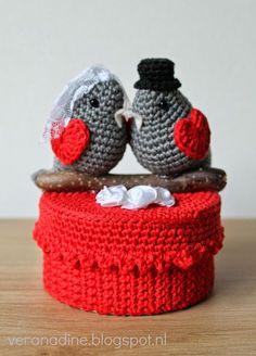 Geniet van ieder moment: Bruiloft Crochet Birds, Crochet Animals, Diy Crochet, Crochet Jar Covers, November Crafts, Mason Jar Projects, Crochet Wedding, Crochet Potholders, Tissue Box Covers