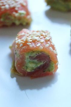 Zalm rolletjes met avocado - Focus on Foodies Zalm rolletjes met avocado - Focus on Foodies Easy Healthy Breakfast, Healthy Snacks, Healthy Recipes, Breakfast Ideas, Good Food, Yummy Food, Go For It, Snacks Für Party, Convenience Food