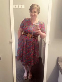 Take a lesson from Ashley and throw a belt on that LuLaRoe Amelia! It's a total game changer for the look! Click to join my VIP group to become part of our community and be featured here! https://www.facebook.com/groups/LetTheGoodTimesROE/