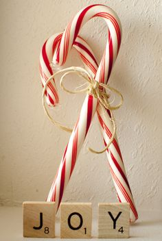 Candy cane The Effective Pictures We Offer You About candy cane story A quality picture can tell you Merry Little Christmas, Country Christmas, Christmas Candy, Christmas Colors, White Christmas, Christmas Holidays, Christmas Crafts, Cosy Christmas, Xmas