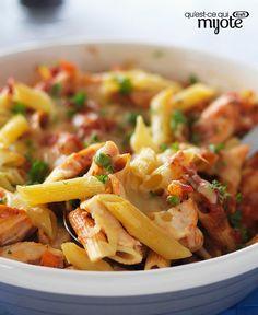 Easy Cheesy Italian Pasta Skillet with Chicken Recipe Cheesy Recipes, Pasta Recipes, Chicken Recipes, Cooking Recipes, What's Cooking, Classico Pasta Sauce, Great Recipes, Favorite Recipes, Pasta Casserole