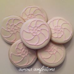 Seashell circle cookies Royal icing sugar cookies By Kathleen at curious confections in NJ Instagram: curious.confections
