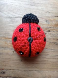 Or: the ladybug invasion In winter we visited the expensive Aunt Johanna after a very long time. We introduced her a cute Amigurumi ladybird. Chrochet, Knit Crochet, Beaded Animals, Knit Patterns, Ladybug, Crochet Projects, Free Pattern, Diy And Crafts, Crochet Earrings