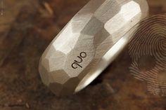 anel masculino Urban Nature by QUO.Feito à mão em prata italiana 925. Multifacetado e acabamento rústico. #rocks #natural #mineral