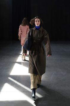 Moisés Nieto #AW21 #MoisésNieto #MBFWMadrid #Fashion #Spain Madrid, Ready To Wear, Fashion Show, Raincoat, Fall Winter, Vogue, Collection, How To Wear, Jackets