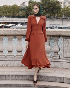 Ulyana Sergeenko Fall-Winter Demi-Couture collection is now available … Ulyana Sergeenko Fall-Winter Demi-Couture collection is now available in Vestidos Vintage, Vintage Dresses, Vintage Outfits, Modest Fashion, Fashion Dresses, Beautiful Dresses, Nice Dresses, Retro Fashion, Vintage Fashion