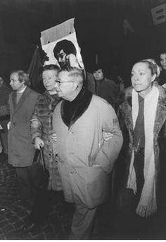 Simone de Beauvoir and Jean-Paul Sartre during a protest in Paris, 1975. Photographer: unknown.
