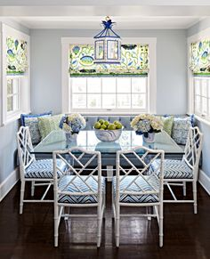 Are you searching for decorating tricks for your small dining room? You've arrived at the ideal place! A small dining room may appear comfy and give a location to enjoy a nice meal together with friends or family. Dining Nook, Dining Room Design, Dining Table, Small Dining Rooms, Dining Decor, Dining Sets, Living Rooms, Chippendale Chairs, Banquette Seating