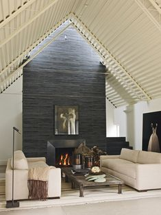 Situated in the north-facing slope of the highest hill of Napa Valley, this weekend house is a steel-sheathed barn designed by architect Jim Jennings 15 Small House Swoon, House Design, House, Weekend House, Home, High Ceiling Living Room, House Interior, Small House, Great Rooms