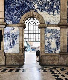 Estacao de Sao Bento - Porto, Portugal Destination Portugal, World's Most Beautiful, Beautiful Places, Great Places, Places To Visit, Destinations, Douro, Paradise On Earth, Weekends Away