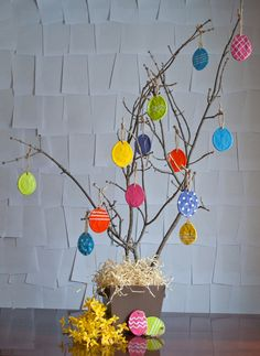 Can you believe Easter is in a little less than three week? I'm finding it hard to with all the snow and gloom around here. C'mon springy green!! For Design Mom, I decided to bring the color. When I was little, we decorated a couple of branches with eggs and little bunnies for Easter. I …