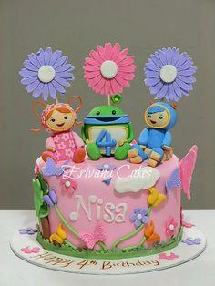 Zoe's Dream Birthday Cake.  I really wish I knew how to make stuff like this!!!