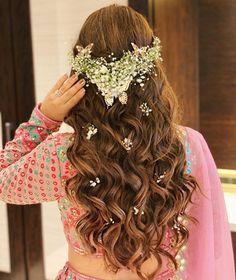 Simple Bridal Hairstyle, Bridal Hair Buns, Bridal Hairdo, Hairdo Wedding, Wedding Blog, Party Hairstyle, Desi Wedding, Engagement Hairstyles, Indian Wedding Hairstyles