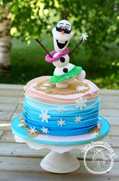 Olaf wearing a hula skirt on the sand ! 2014 Best Halloween dessert idas that you will love