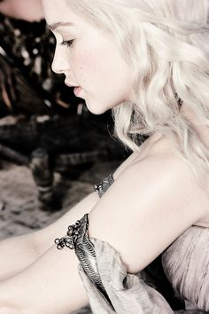 I am blood of the dragon, she told herself. I am Daenerys Stormborn, Princess of Dragonstone. #got #asoiaf