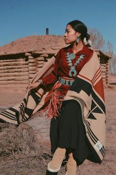 "Pendleton Woolen Mills introduces new exclusive blanket for 2017 ""Gift of the Earth"". Proceeds benefit the American Indian College Fund. Honors Hopi Tribe."