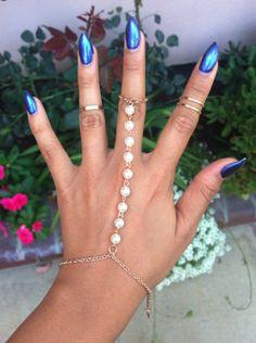 Pearl hand jewel