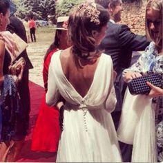 Una coleta es un peinado de lo más favorecedor para una novia. #peinados #novia