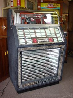"""SEEBURG, MODEL """"B"""" made in 1952/53. The first jukebox playing 45's exclusively. 100 selections, 45's records."""