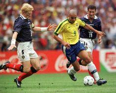 Ronaldo vs. Colin Hendry + John Collins   Brasil 2-1 Scotland   World Cup'1998