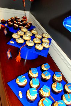 Graduation Cap Cupcake Display  www.sweetycakes.org