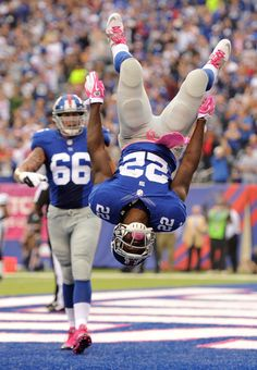 David Wilson #22 of the New York Giants celebrates in the end zone after scoring a touchdown against the Philadelphia Eagles at MetLife Stadium