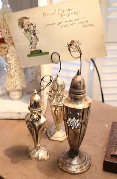 Clever use of those salt shakers! Common Ground: Leola's Christmas Open House: Part 1 Vintage Crafts, Vintage Decor, Shabby Vintage, Photo Holders, Card Holders, Picture Holders, Casa Magnolia, Christmas Open House, Recycling