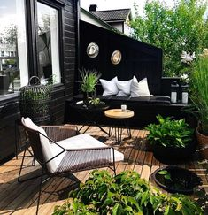Last days of summer living. Love how the green pops against the black. Last days of summer living. Love how the green pops against the black. Outdoor Rooms, Outdoor Living, Outdoor Furniture Sets, Outdoor Decor, Small Outdoor Patios, Outdoor Balcony, Affordable Furniture, Bohemian House, Balkon Design