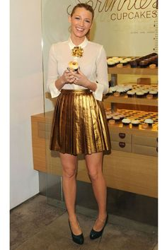 Gold + white. See. even Blake Lively has a cupcake every once and a while!!!