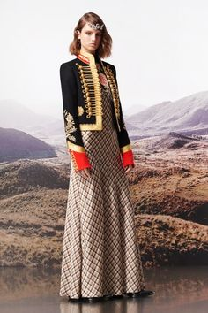 Paco Rabanne Pre-Fall 2019 Fashion Show Collection: See the complete Paco Rabanne Pre-Fall 2019 collection. Look 20 Cold Weather Outfits, Fall Winter Outfits, Autumn Winter Fashion, Fashion Week, Runway Fashion, High Fashion, Paco Rabanne, Timeless Fashion, Vintage Fashion