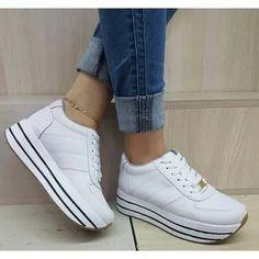 premium selection c9ff1 65bc7 Zapatos Deportivos Para Mujer Color Blancos Suela Alta Moda