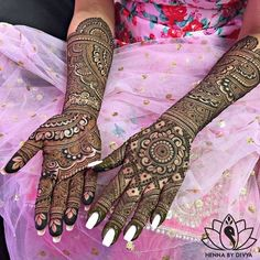 Trending mehendi designs for Brides | Credits: Henna by Divya | Indian brides | Quotes henna tattoo | Bridal Henna inspiration | Best is yet to come | Personalized mehendi design | Jaal and flower henna design | Henna artist | henna tattoos | Henna design inspiration | #wittyvows #mehndi #henna #hennatattoos #bridal #bridalhenna #indianbride #indianwedding #photography