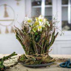 Creative Flower Arrangements, Beautiful Flower Arrangements, Floral Arrangements, Diy Easter Decorations, Flower Decorations, Diy Osterschmuck, Decoration Plante, Deco Floral, Garden Shop