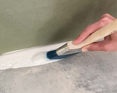 How to Epoxy Coat a Garage Floor - Plank and Pillow Epoxy Garage Floor Paint, Garage Floor Coatings, Epoxy Floor, Diy Flooring, Plank Flooring, Floor Ceiling, Epoxy Coating, Garage Makeover, Garage Organization