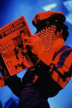 Prince reading about EDDIE MURPHY getting married!!!