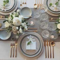 Such a classy setting with stunning @casadeperrin details. 經典優雅既餐檯佈置 Photo by @josevilla / Flowers by @barerootflora  #wedding #tablesetting #greyandgold #gold #flowers #crystal #goblets #hongkong #hkig #餐桌 #餐檯 #婚禮佈置