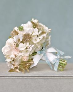 antique-white-flower-blue-ribbon❤