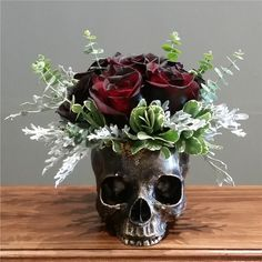 Bronze Skull Planter (sm) with OMBRE Roses by Wicked Florist NYC Send the Bronze Skull Planter (sm) with OMBRE Roses bouquet of flowers from Wicked Florist NYC in Staten Island, NY. Local fresh flower delivery directly from the florist and never in a box! Fall Halloween, Halloween Crafts, Halloween Decorations, Halloween Flowers, Gothic Halloween, Halloween 2018, Goth Home Decor, Diy Home Decor, Skull Planter