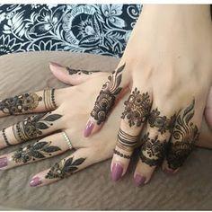 Modern Henna Designs, Floral Henna Designs, Finger Henna Designs, Back Hand Mehndi Designs, Latest Bridal Mehndi Designs, Mehndi Designs Book, Mehndi Designs For Girls, Mehndi Design Photos, Wedding Mehndi Designs