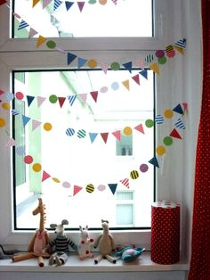 : Pin of the Day June): Sweet little window bunting by Indre Zetsche for Kickcan & Conkers * Maxabella loves.: Pin of the Day June): Sweet little window bunting by Indre Zetsche for Kickcan & Conkers fenster grundschule Deco Kids, Conkers, Bunting Garland, Buntings, Mini Bunting, Baby Bunting, Diy Garland, Paper Bunting, Paper Garlands