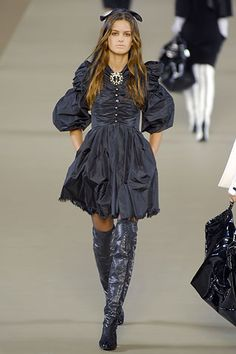Chanel Fall 2006 RTW - Runway Photos - Fashion Week - Runway, Fashion Shows and Collections - Vogue